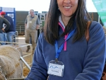 valeria-cardona-from-uruguay-inspecting-rams-at-the-global-dohne-conference-dubbo-by-outross-media
